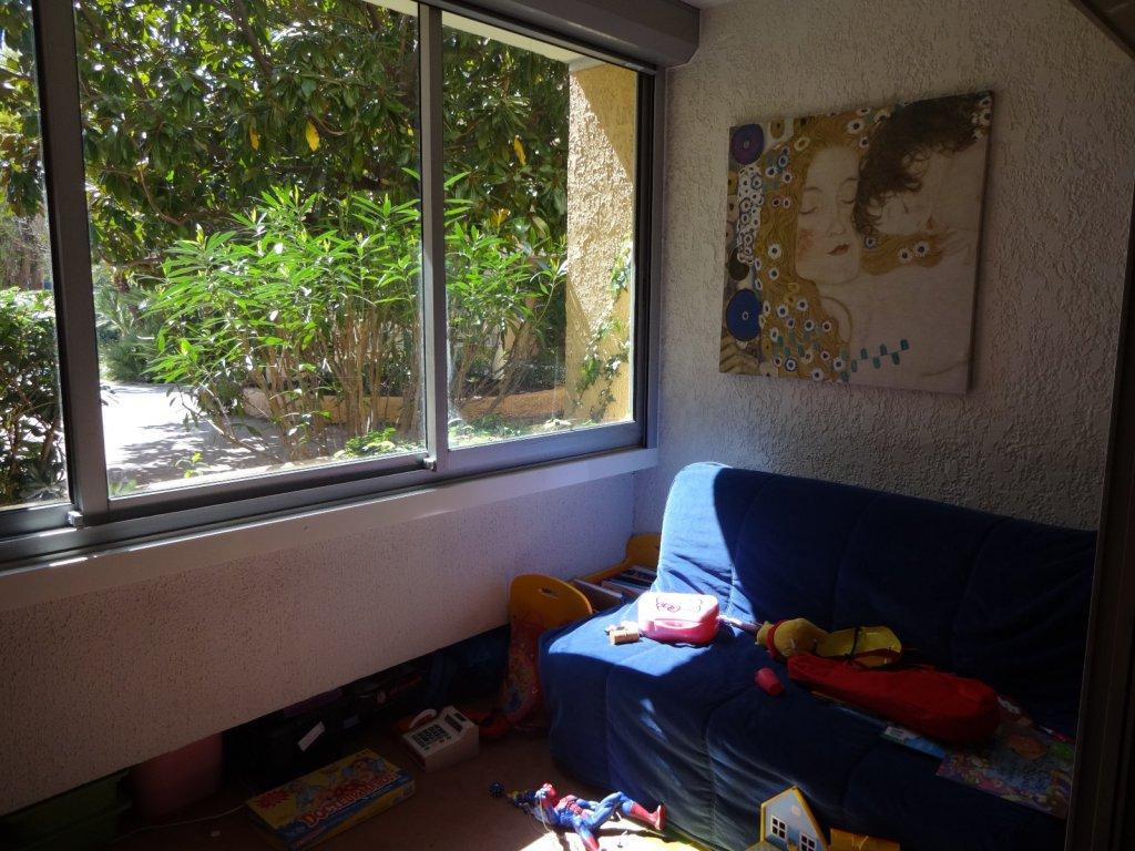 location appartement t4 le pradet en rez de jardin dans copropriete recherchee avec gardien. Black Bedroom Furniture Sets. Home Design Ideas